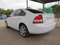 Volovo S40 T5 for sale in Botswana - 5