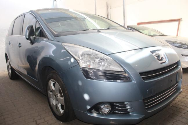 Peugeot 5008 in Namibia
