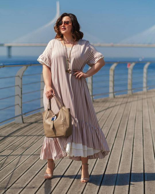 Платье в вертикальную полоску, с коротким рукавом - must have этого лета