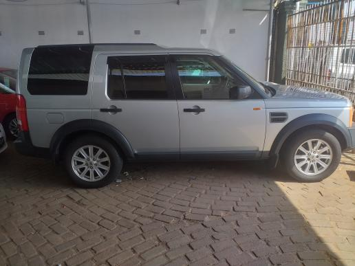 LandRover Discovery 3 in