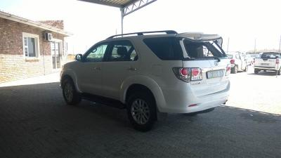 Used damaged Toyota Fortuner 3.0d4d in