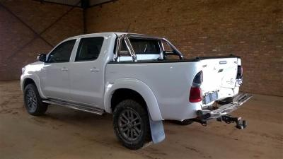 Used damaged Toyota Hilux legend 45 in