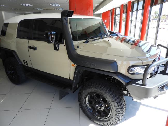Used Toyota FJ Cruiser V6 in