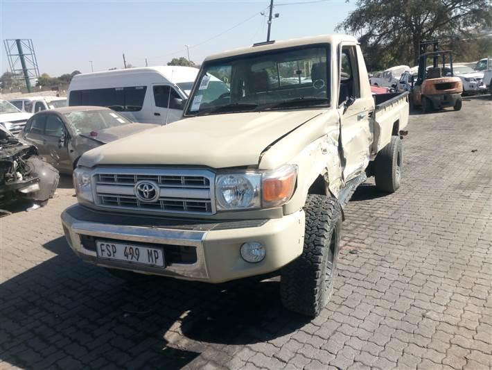 Used damaged runner Toyota Land Cruiser in Botswana