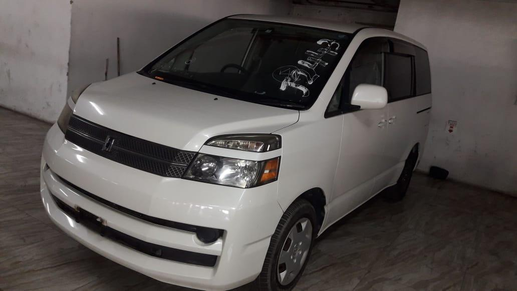 Used Toyota Noah in Botswana