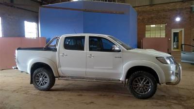 damaged2015 Toyota Legend 45 3.0 4x4 in Botswana