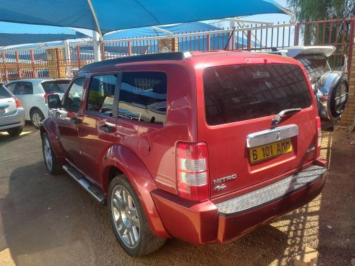 Dodge Neon Dodge Nitro 2.8 CRD in Botswana
