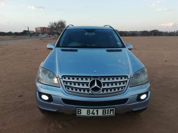 Mercedes Benz ML350 in