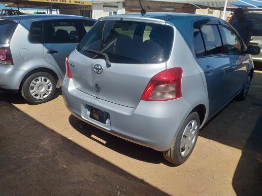 Toyota Virtz in