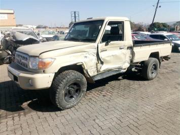 Used damaged runner Toyota Land Cruiser in Botswana