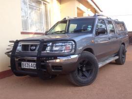 Nisssan SE for sale in Botswana - 8